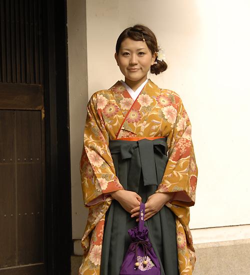からし色のレトロな雰囲気の卒業式袴セット