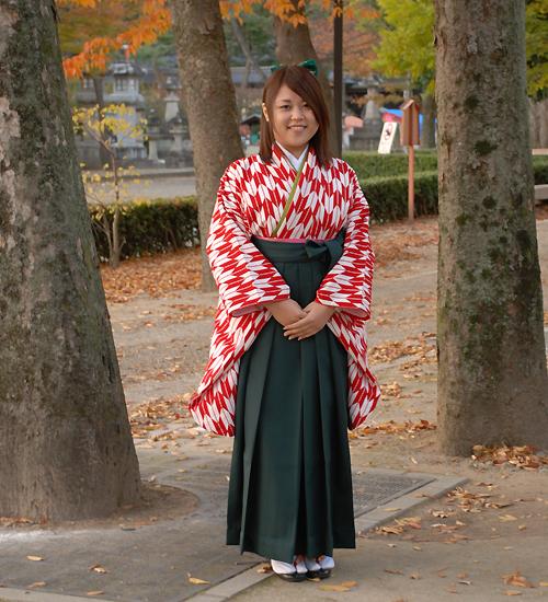 赤の矢絣柄の袴