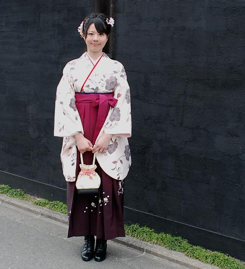 モダンな雰囲気の卒業式袴