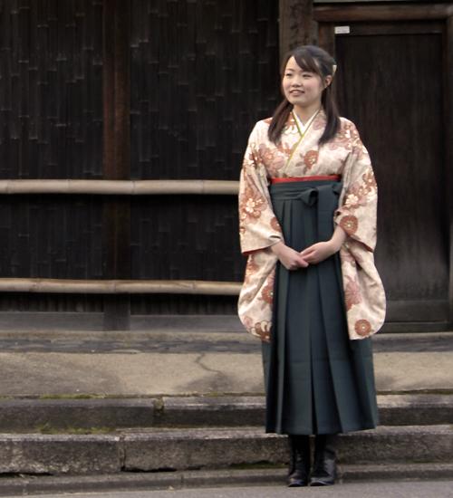 落ち着いた古典柄の袴レンタル