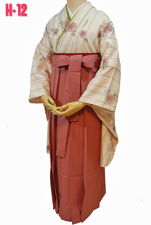 白っぽいレトロな着物の卒業式袴