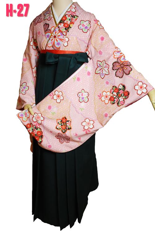 レトロな雰囲気のピンクっぽい袴セット